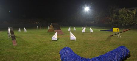 campo agility illuminato